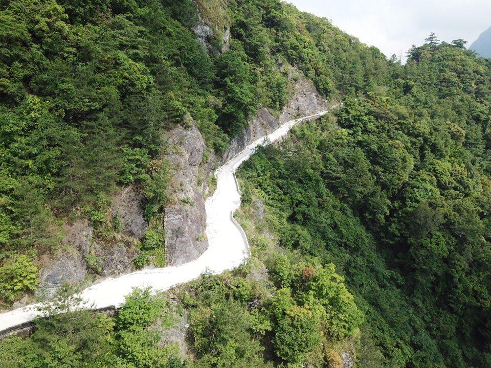 有「上帝部落」之稱的司馬庫斯主要收益來自觀光,但聯外道路狹窄且坑洞多,今年元旦起...