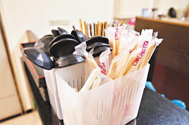 明年5月起北京點外賣不再提供免洗筷、勺。本報資料照片