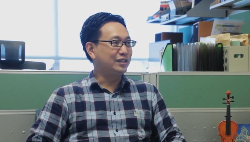 今年是國際元素週期表年,台灣多個科學團隊對此舉辦科普活動,台大化學系教授戴桓青也受邀擔任講師,主講「煉金術跟你想得不一樣」。圖/取自台大科學教育發展中心CASE YouTube頻道
