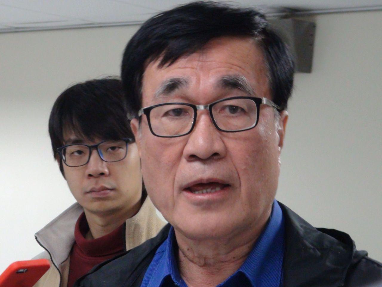 高雄市副市長李四川今天上午證實毒防基金會欠薪三個月,大約有400多萬元,原則上依...