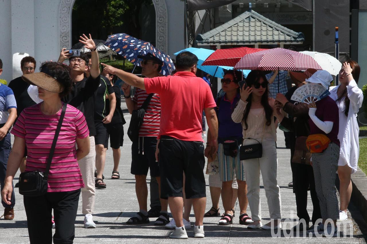 交通部長林佳龍曾喊出今年度來台旅客有望達1180萬人次。本報資料照片