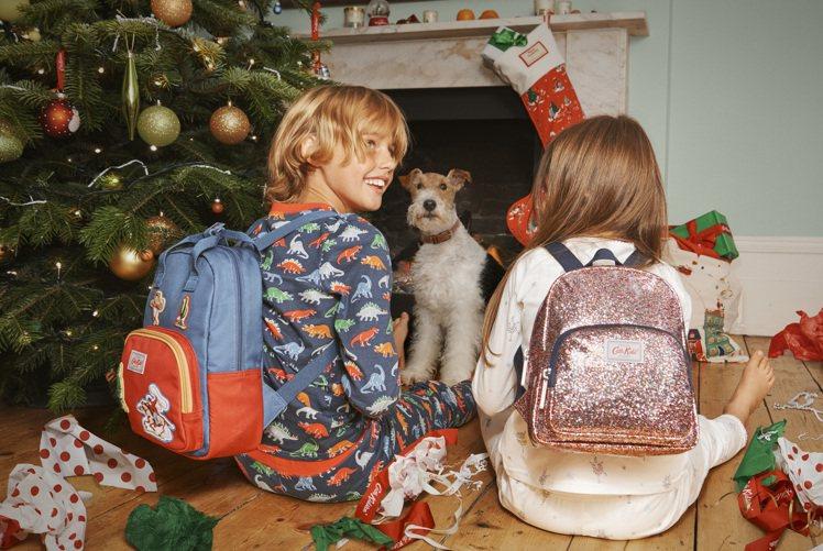 形象照中那種耶誕節一早醒來和家裡狗狗搶著拆禮物的情景更是溫馨有趣。圖/Cath ...