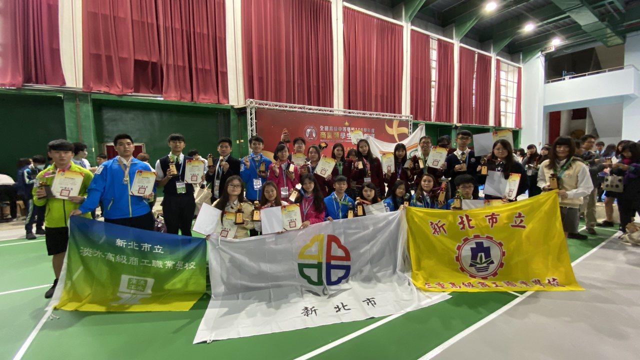 今年全國高中技藝競賽12月初全部完賽,新北市共有51位選手榮獲金手獎及78位選手...