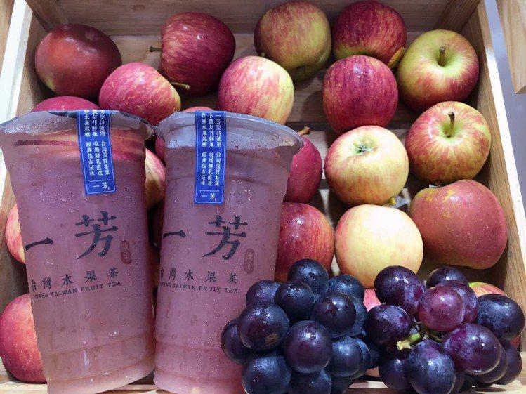 暢銷商品「巨峰葡萄水果茶」強勢回歸,12/18限定四週販售。圖/一芳水果茶提供