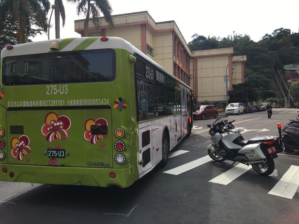 台北市福德街上午發生一起公車車禍,一輛大都會客運20路公車行經福德街,右轉林口街...
