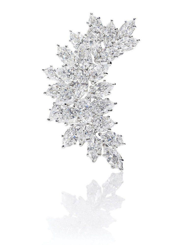海瑞溫斯頓Winston Cluster系列Crescent鑽石胸針,鑽石總重9...