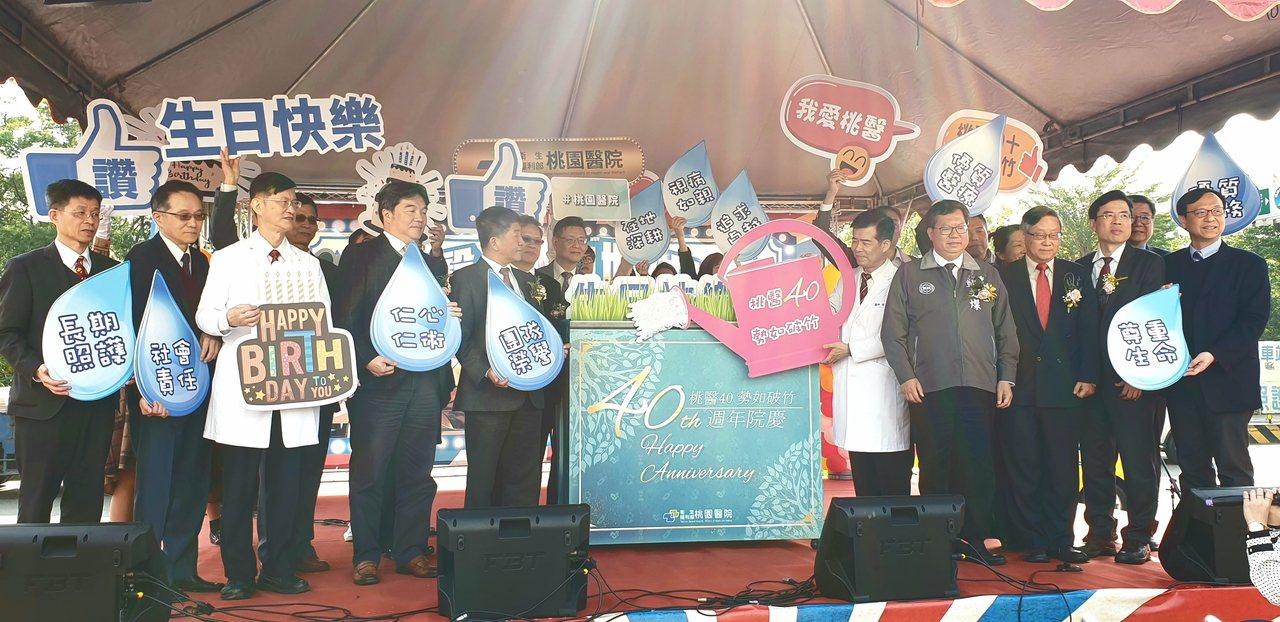鄭文燦指出,桃園醫院正式與清華大學簽署合作意向書,是強強相加。記者鄭國樑/攝影