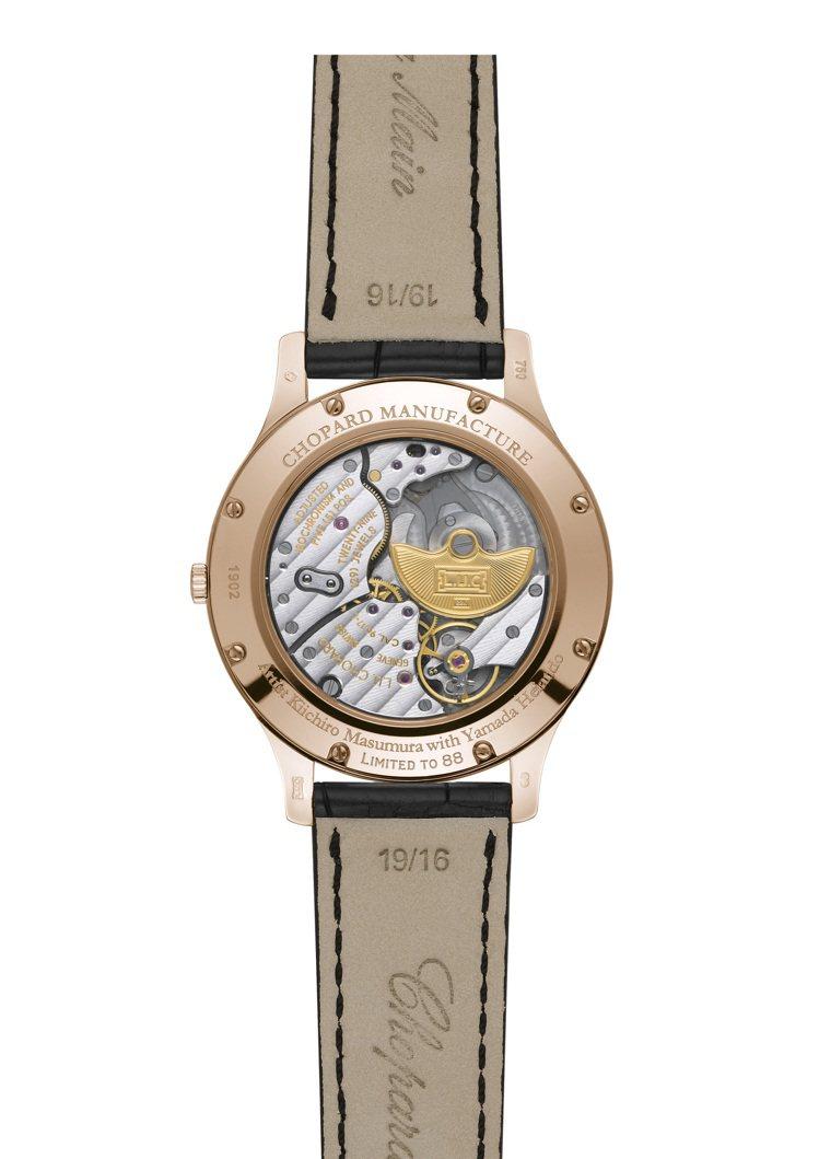 腕表使用的自動上鏈機械機芯L.U.C 96.17-L,將可於透明的後底蓋一覽無遺...