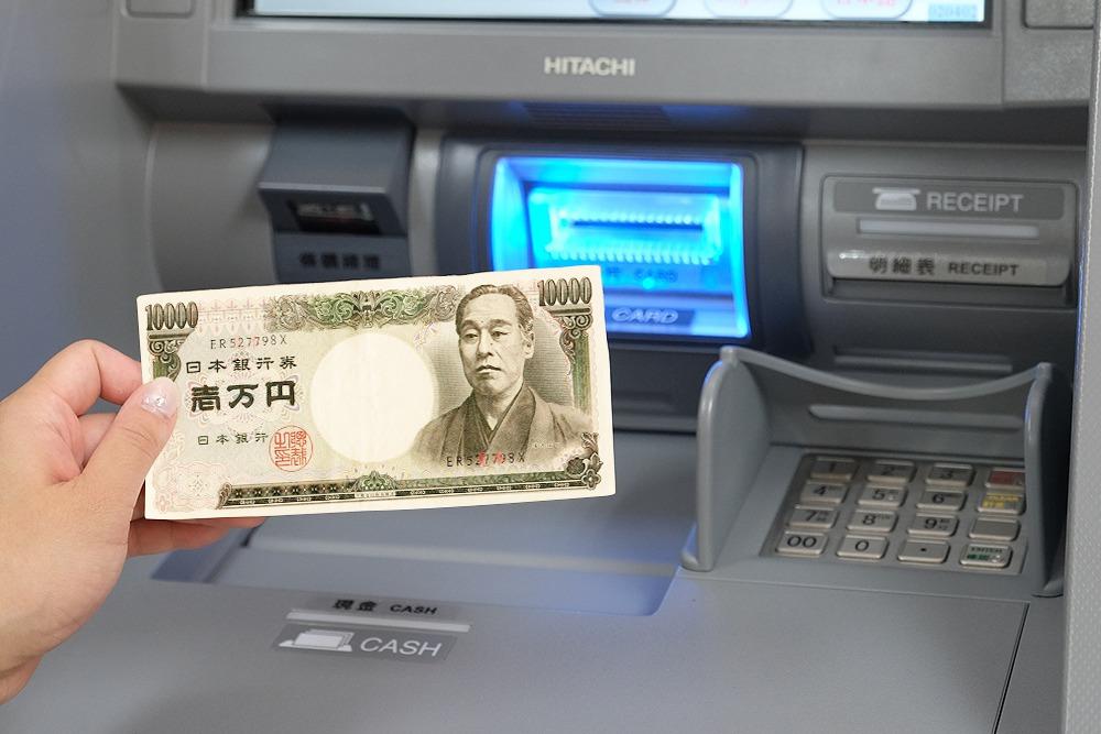 超商也可換匯了!萊爾富推台外幣現鈔兌換機