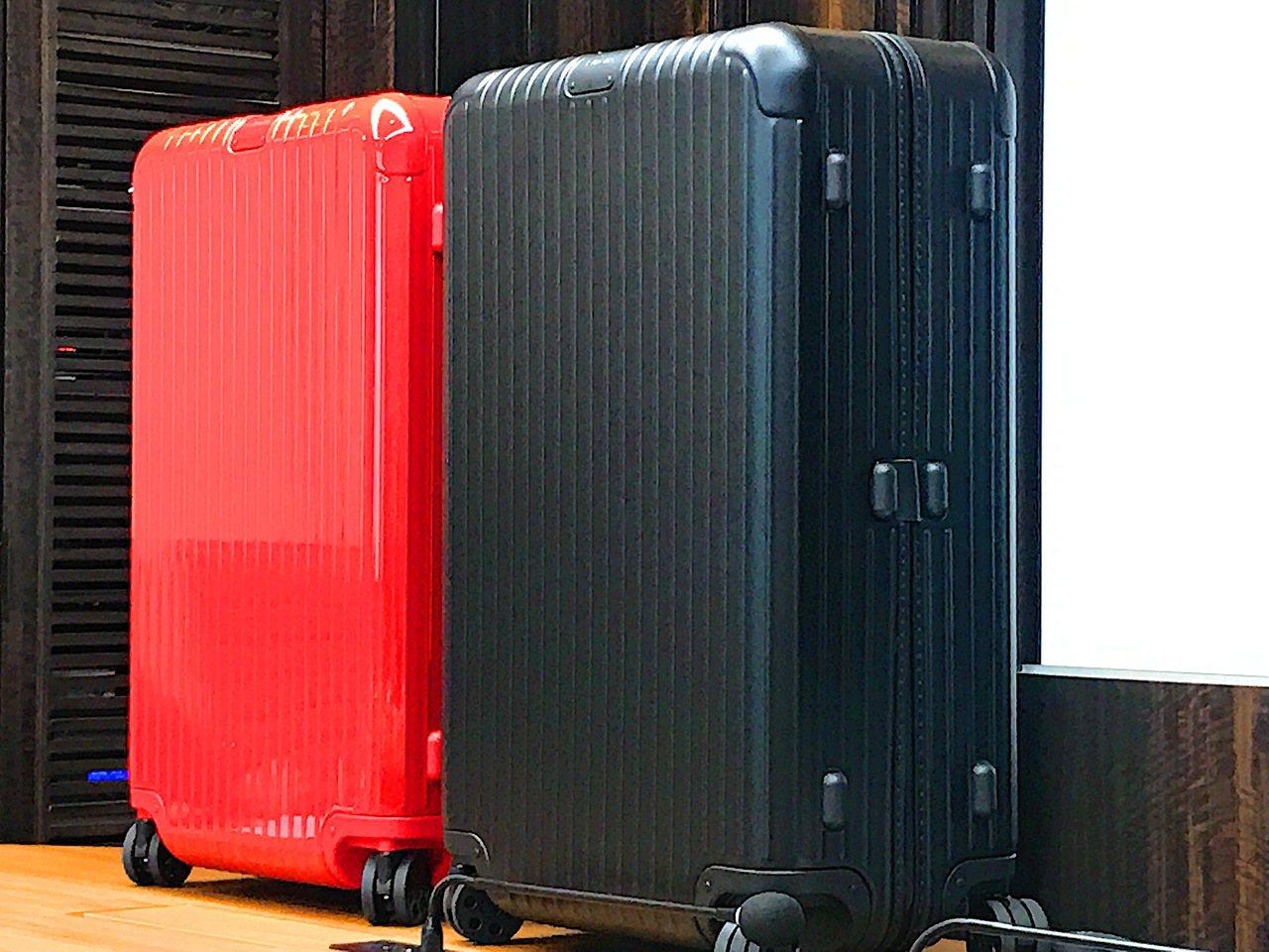30吋RIMOWA行李箱79折,12/25起至1/2每天限量10個。記者江佩君/...