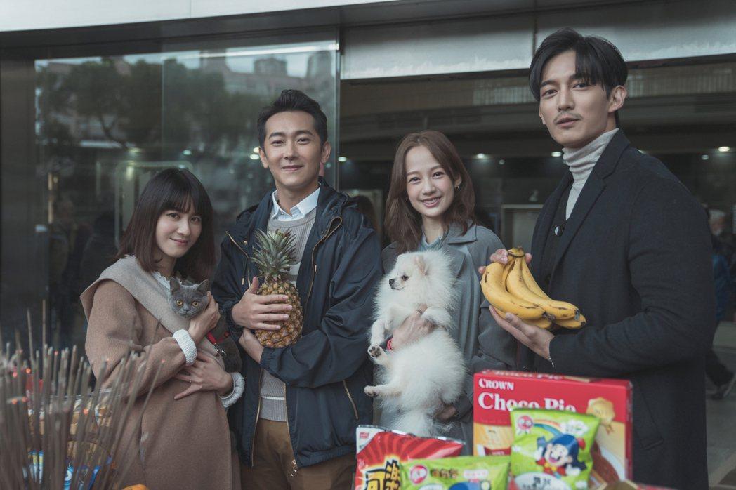 王家梁(右起)、簡嫚書、施名帥、連俞涵出席「黑喵知情」開鏡。圖/LINE TV提