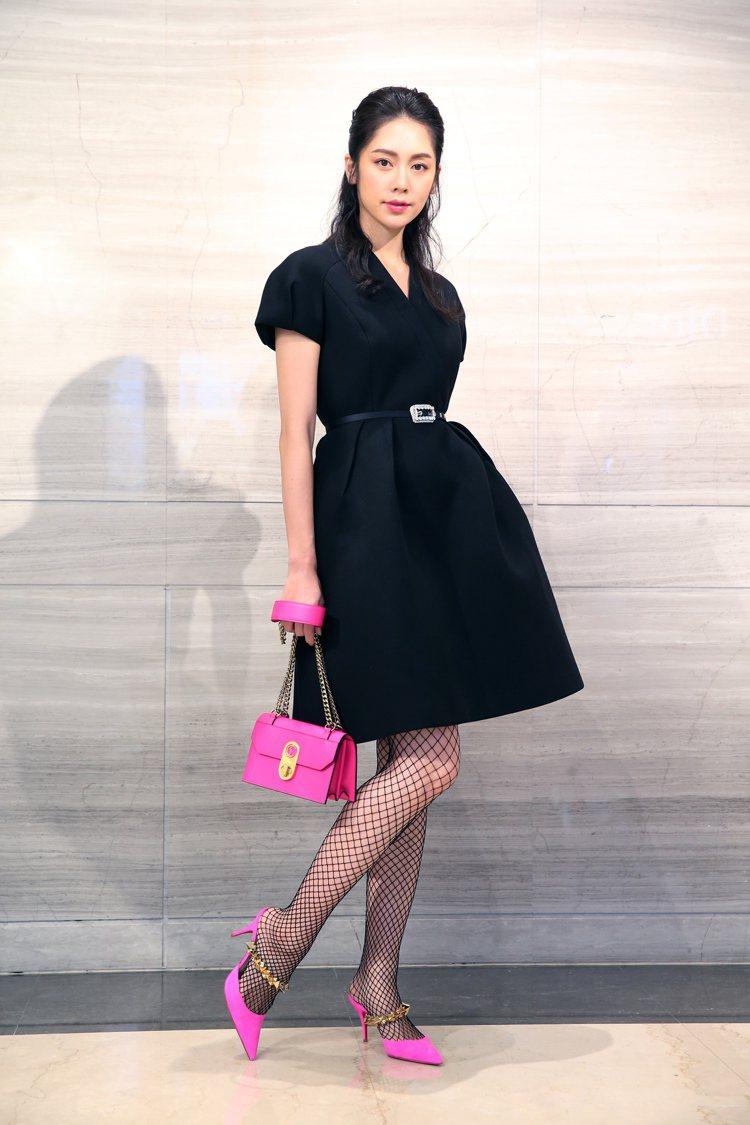 模特兒廖奕璇詮釋Christian Louboutin Diva鞋履28,300...