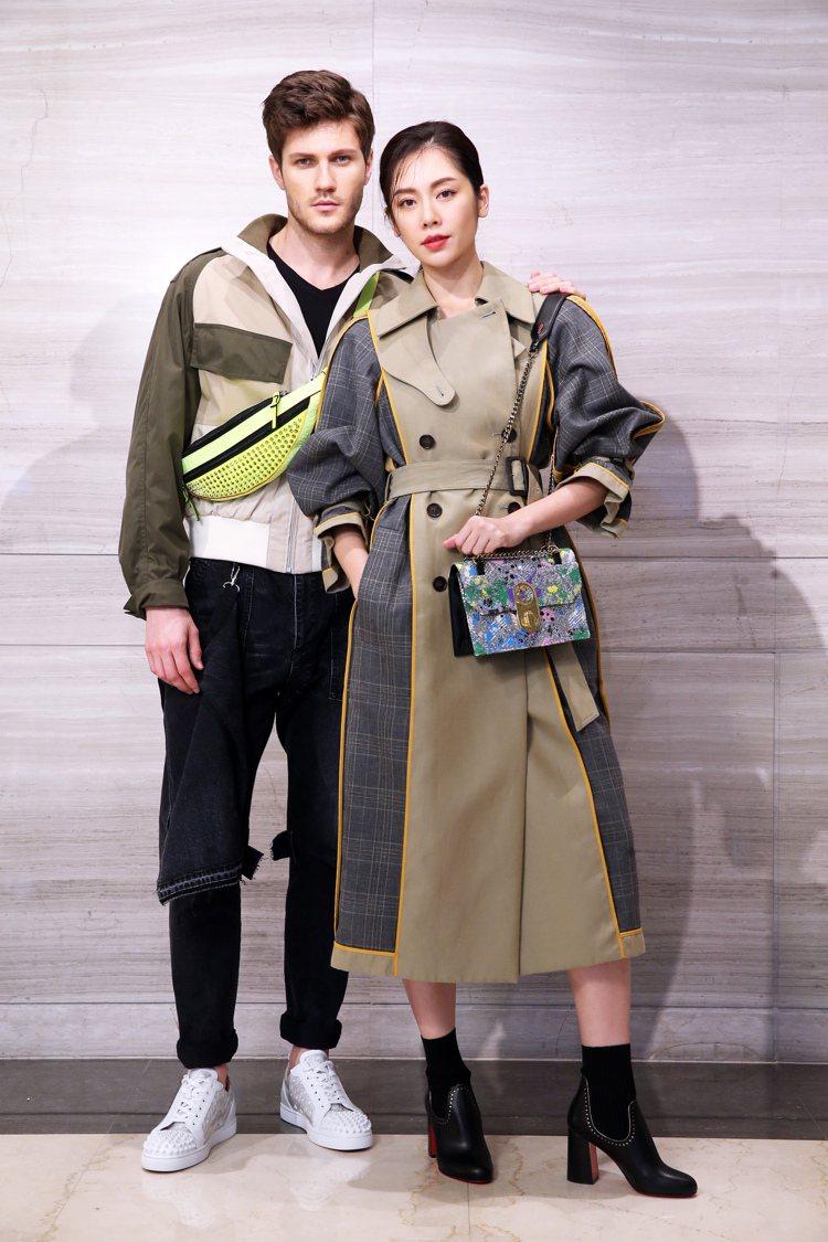 女模演繹Christian Louboutin黑色襪靴39,200元、Elisa...