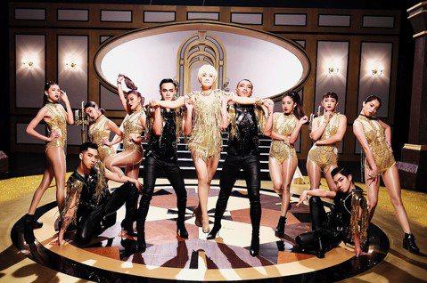 周思潔睽違24年發片令人驚喜連連,勇於嘗試各種曲風,在動感新歌「高貴氣」MV大跳性感街舞,令人耳目一新,她說相當欣賞2位唱跳Queen,東方當屬蔡依林,西方就是珍妮佛羅培茲,「當然剛過61歲生日的瑪...