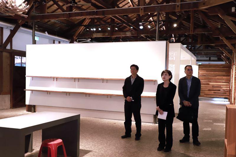 文化部長鄭麗君(中)訪視花蓮文創園區硬體空間。圖/文化部提供
