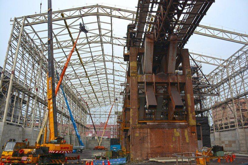 中鋼公司目前正在興建燒結礦自動化封閉式建築。圖/中鋼公司提供