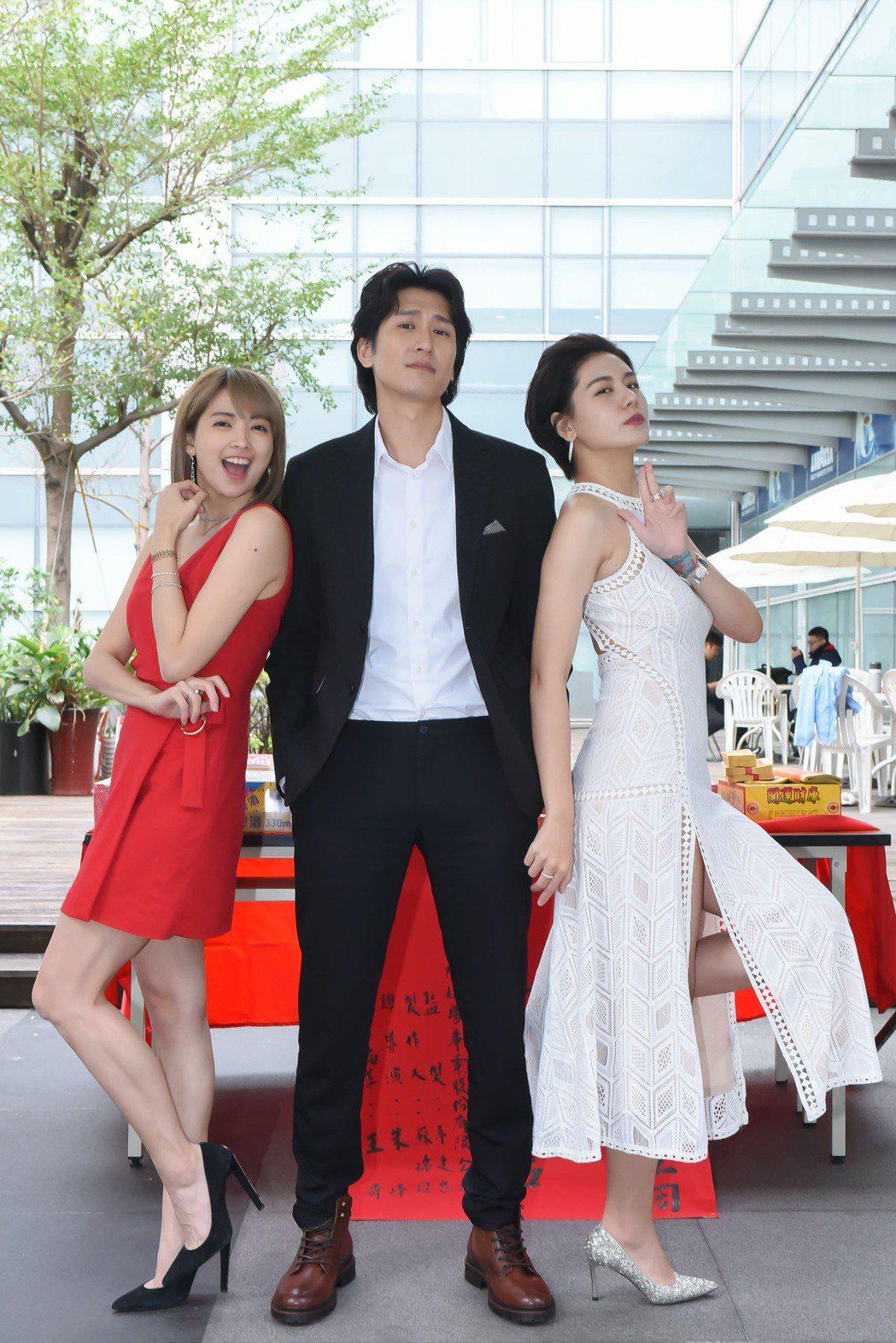 小蠻(右起)、邵翔、阿喜演出「男盜女很賊」。圖/緯來電影台提供