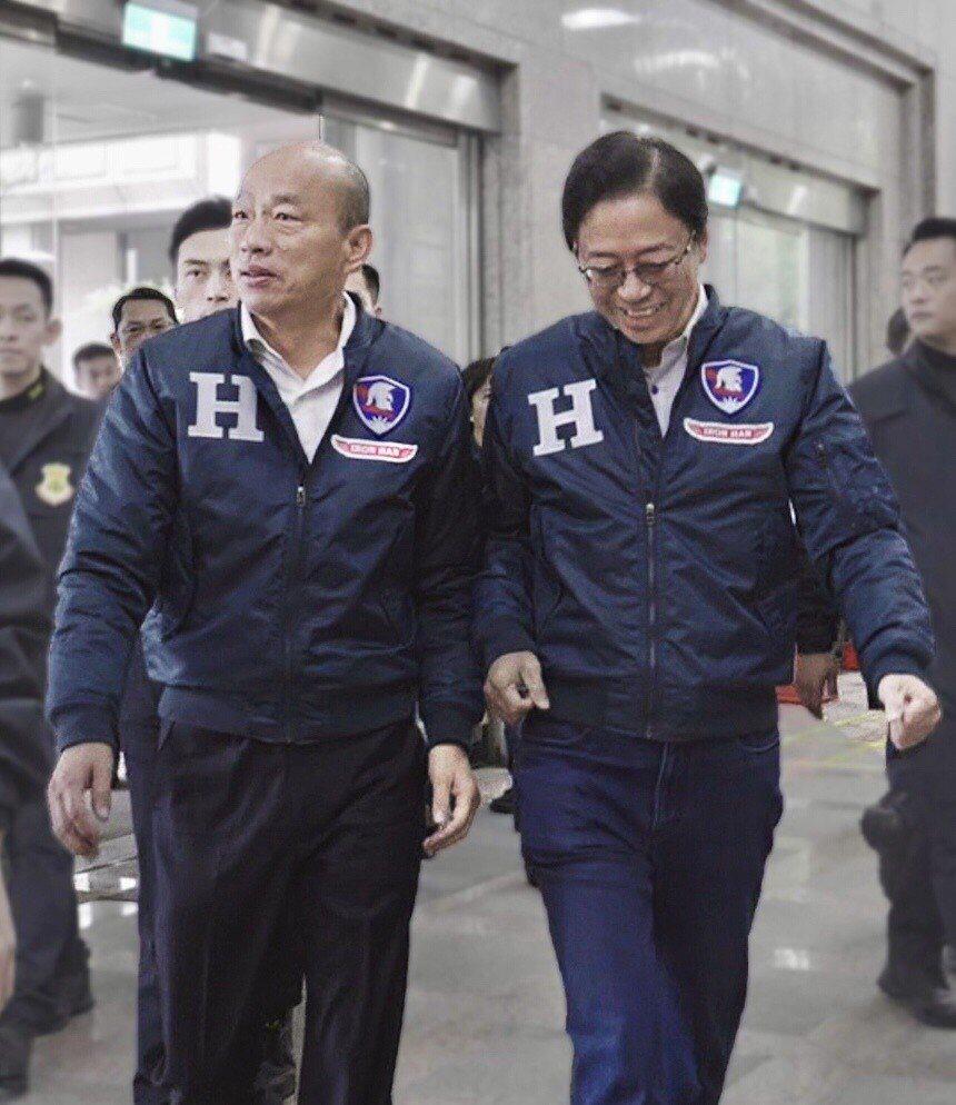 國民黨總統候選人韓國瑜(左)和副總統候選人張善政新的「H」夾克,將限量1000件...