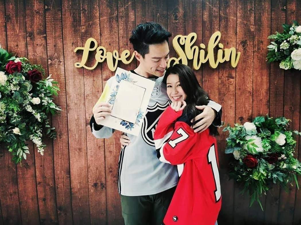 許孟哲和趙孟姿登記結婚。圖/摘自臉書
