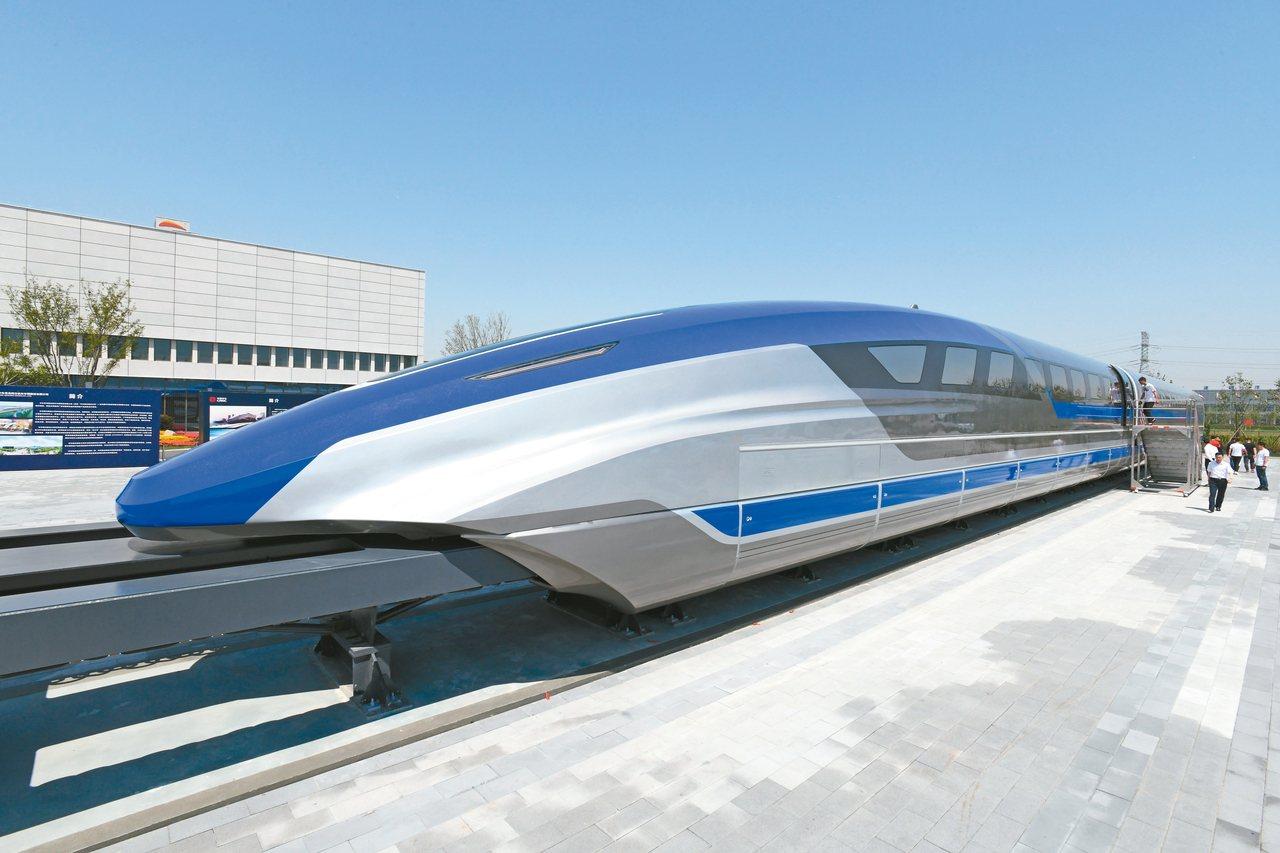 中國大陸時速600公里高速磁浮試驗樣車,2019年5月在青島下線。 新華社資料...