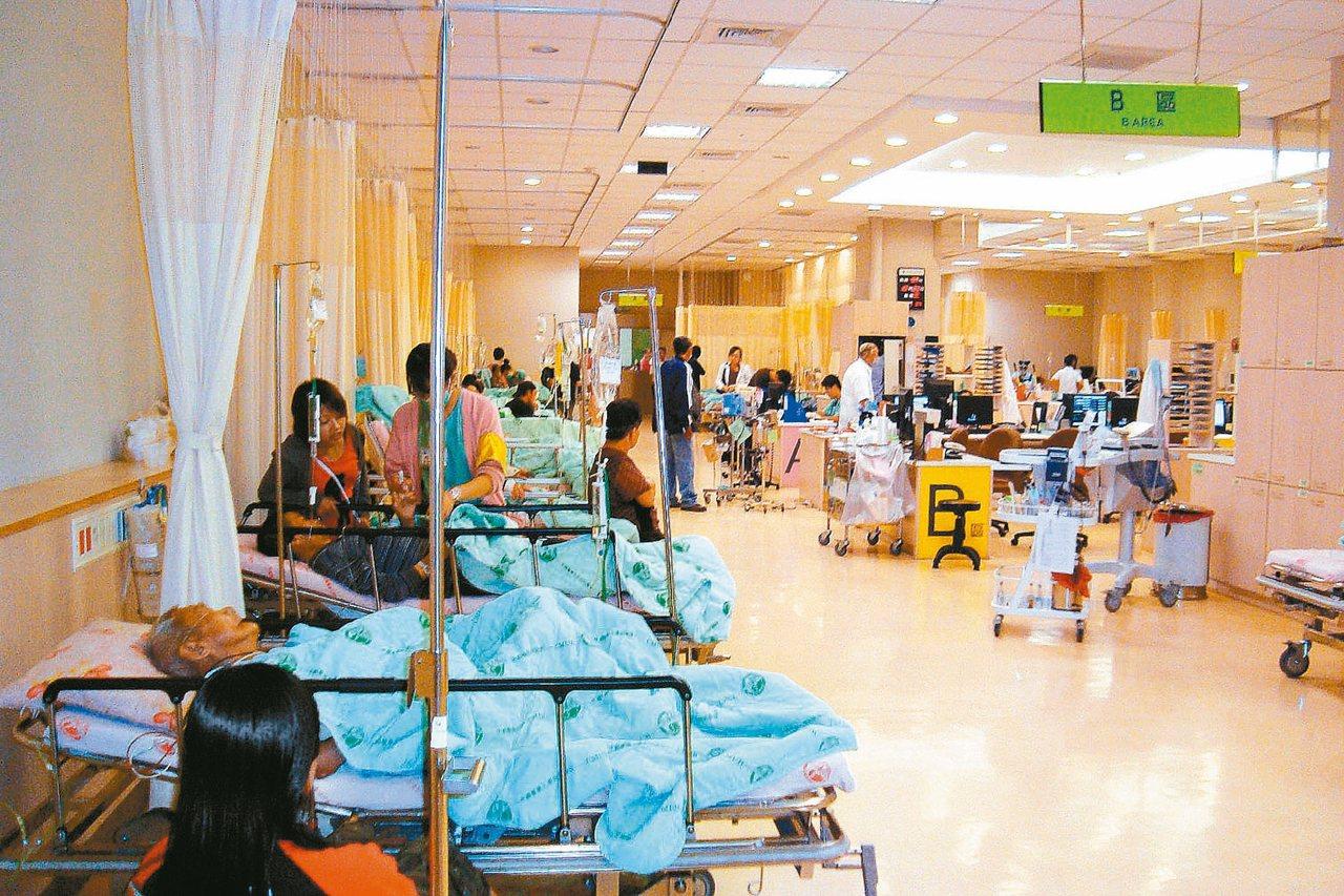 入冬是呼吸道感染高峰期,民眾不只得面對社區型黴漿菌肺炎抗藥性的問題,生病入院還面...