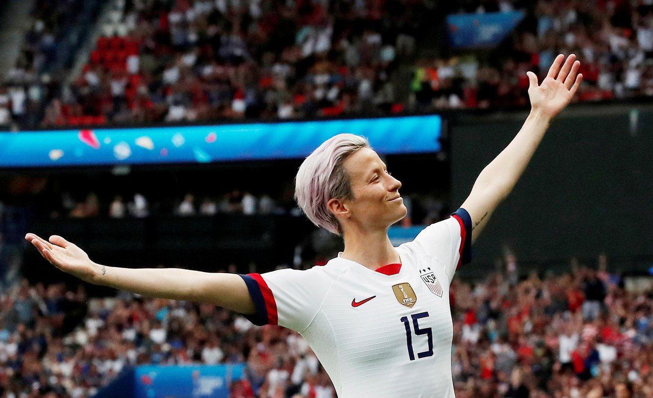 推特熱議前10大女運動員第一名則是剛拿下運動畫刊年度最佳運動員的美國女足隊長拉皮...
