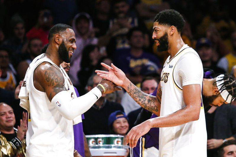 推特年度全球體壇熱議前十大球隊與男、女運動員,洛杉磯湖人與詹姆斯(LeBron James)在籃球領域排名第一。 美聯社
