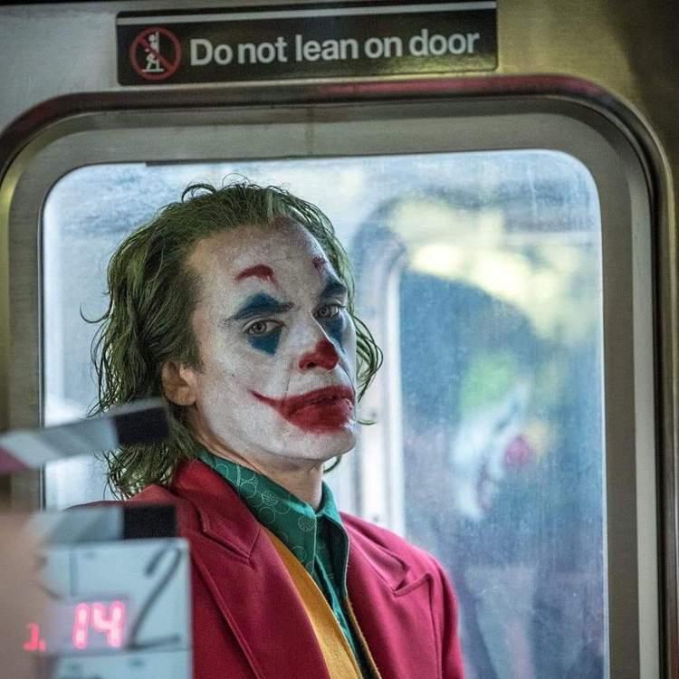 「小丑」登上快速竄升關鍵字總榜第九名及電影榜單第一名,打破前兩年多為動作冒險電影...