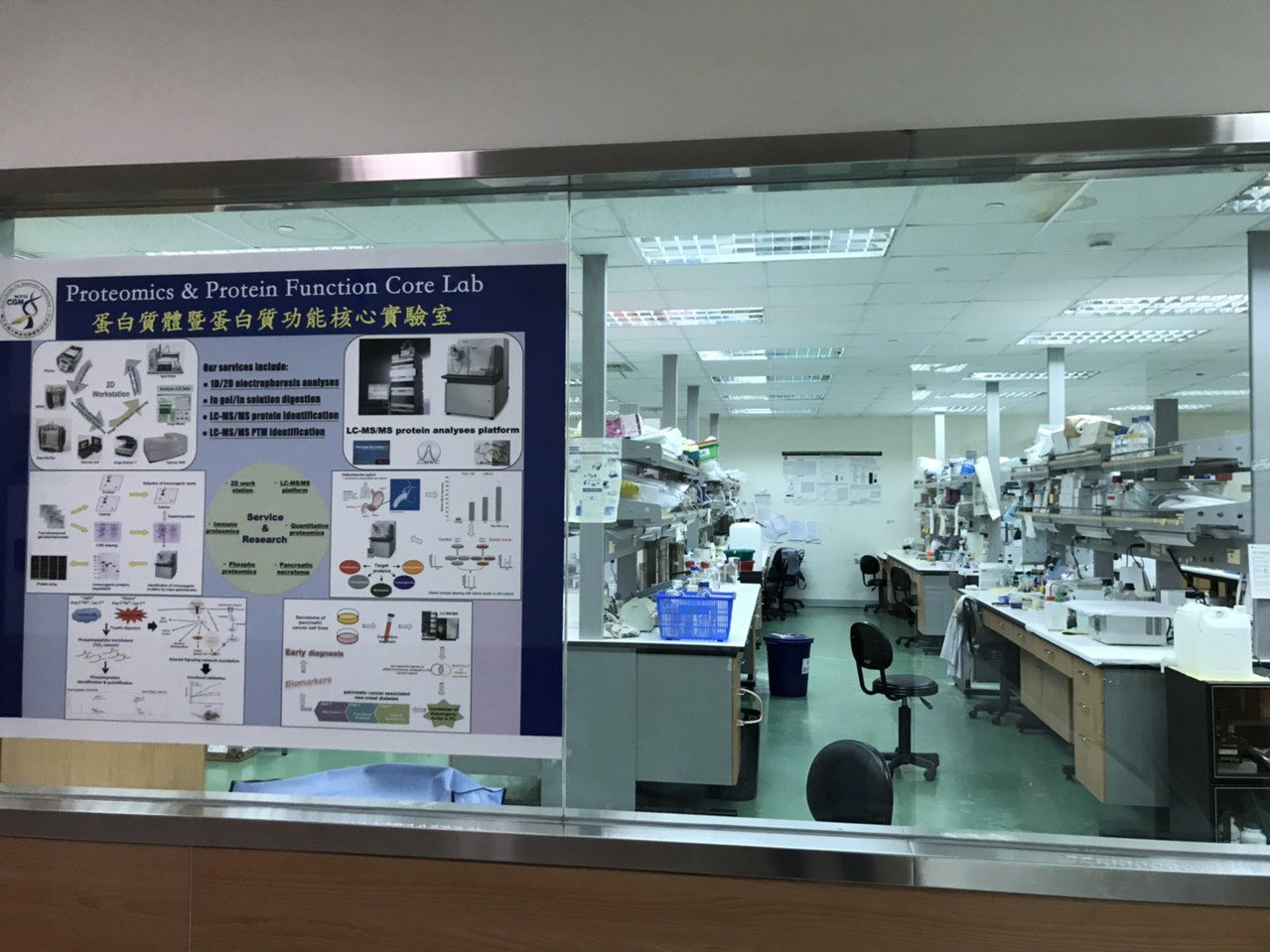 台大醫檢系教授俞松良成立藥物基因體實驗室,位在台大基因體大樓內的基因體暨精準醫療...