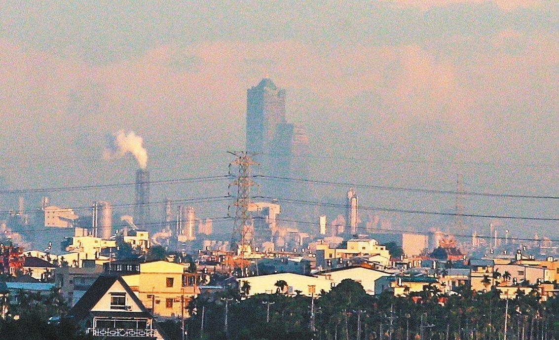 高雄市今年創下11月全月沒有細懸浮微粒(PM2.5)紅害日的紀錄。 圖/聯合報系...