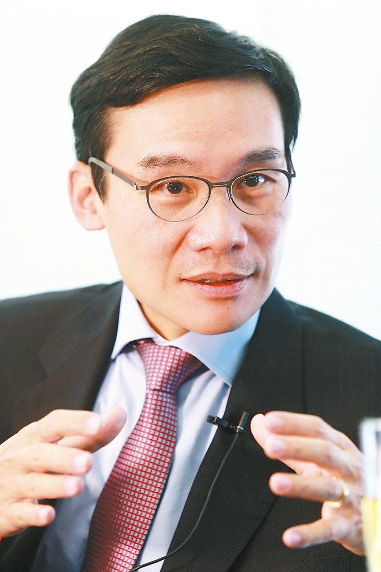 東鋼董事長侯傑騰