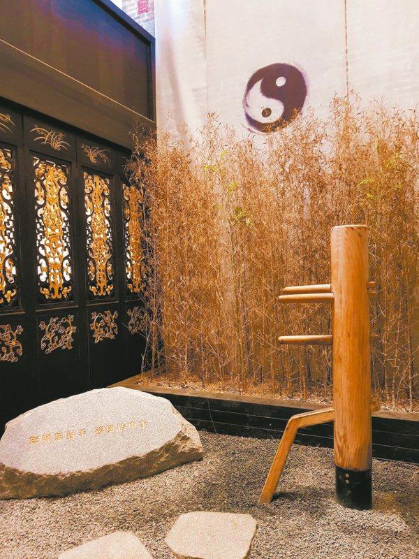 李小龍拜師葉問,學習詠春拳;圖為祖居天井之木樁。 特派員王玉燕/攝影