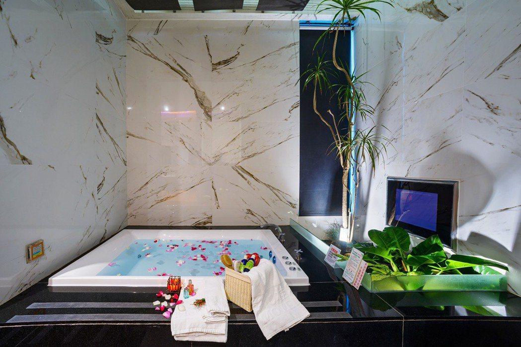 彰化桂冠Star Hotel透過熱對流原理,讓每個房間都會「自動呼吸換氣」。 彰...