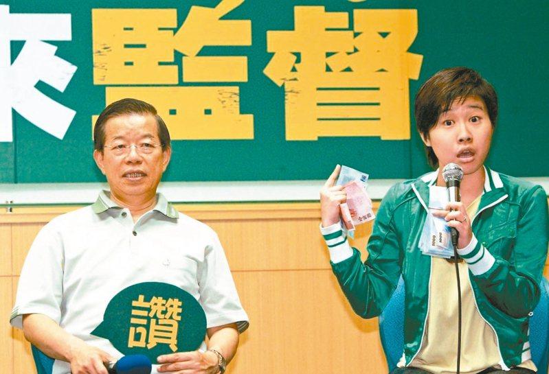 「卡神」楊蕙如(右)網軍事件引發軒然大波,左為駐日代表謝長廷。 圖/聯合報系資料照片