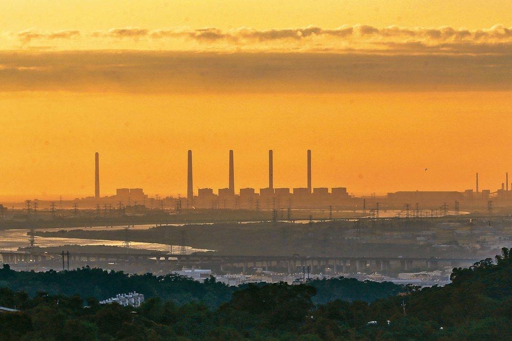 台中火力發電廠。 本報資料照片