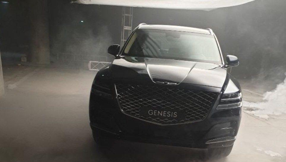 Genesis GV80不僅外觀內裝被無偽裝捕捉,就連售價資訊也流出了。 摘自C...