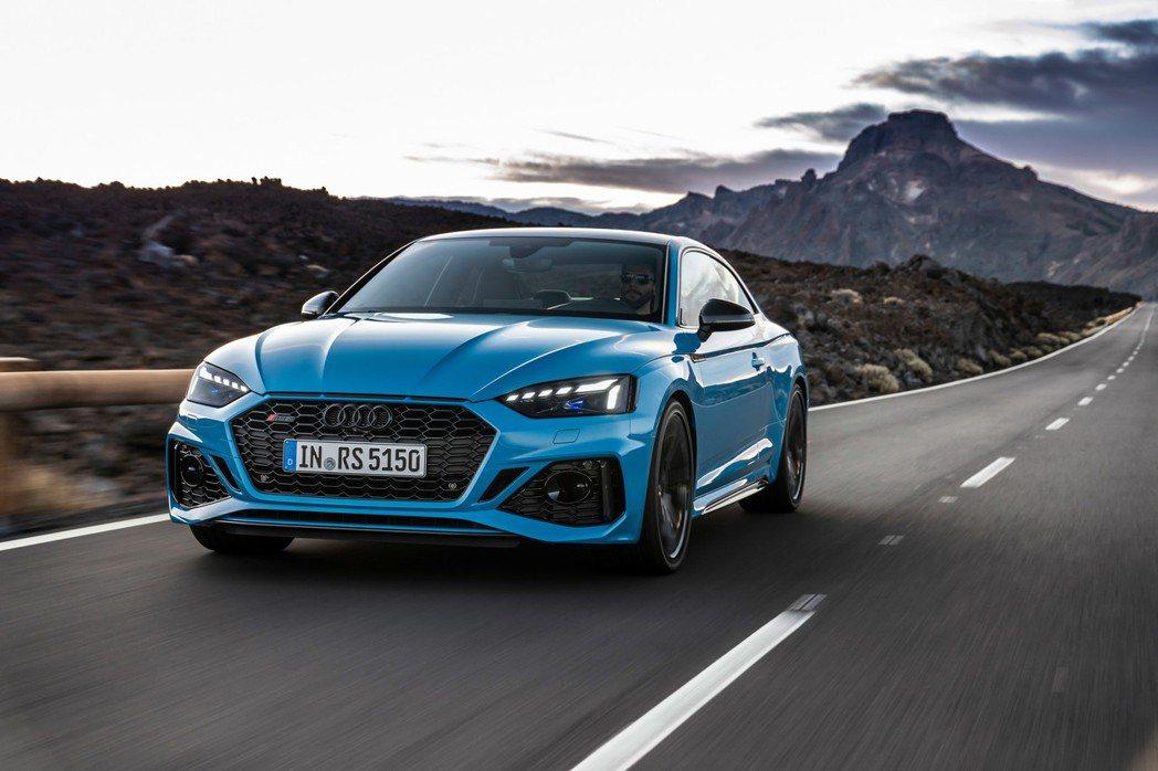這次RS 5同樣搭載2.9升TFSI雙渦輪增壓V6引擎,搭配8速Tiptroni...