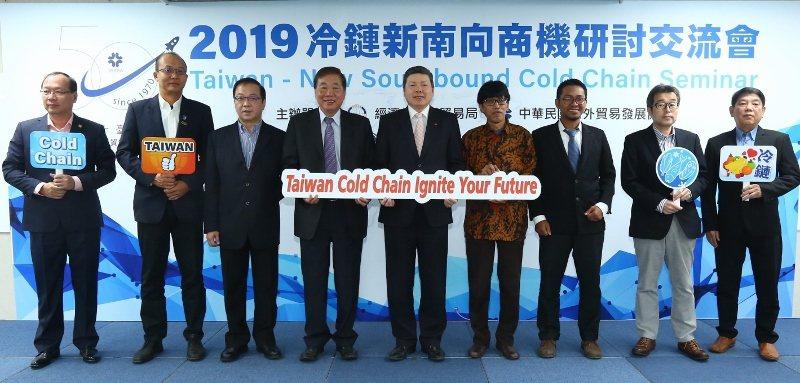 貿協會秘書長葉明水(中)與越南、印尼、馬來西亞及緬甸等5國6家經營冷鏈物流服務、...
