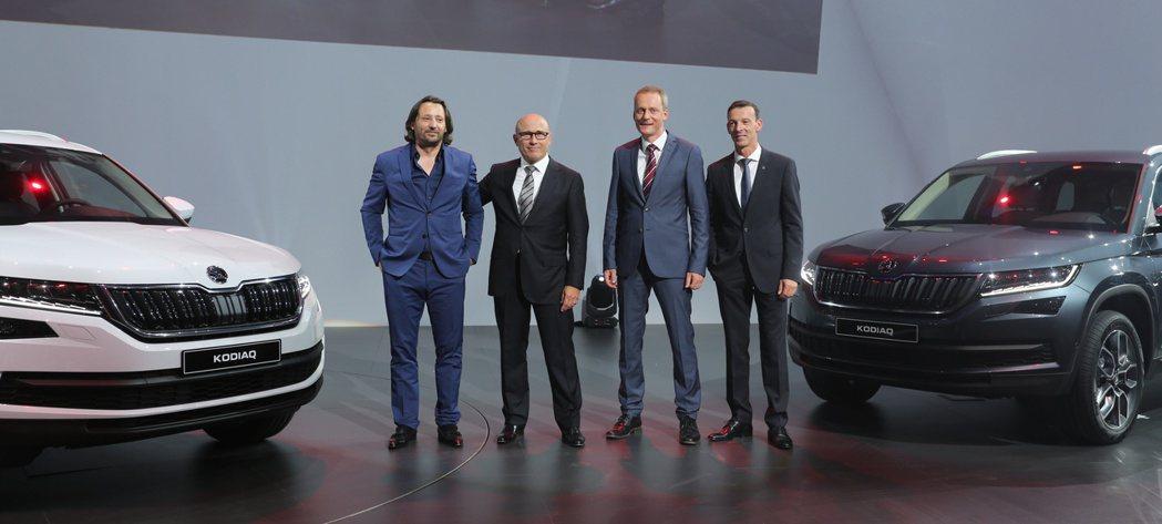 圖中左起為Jozef Kabaň、ŠKODA執行長Bernhard Maier。...