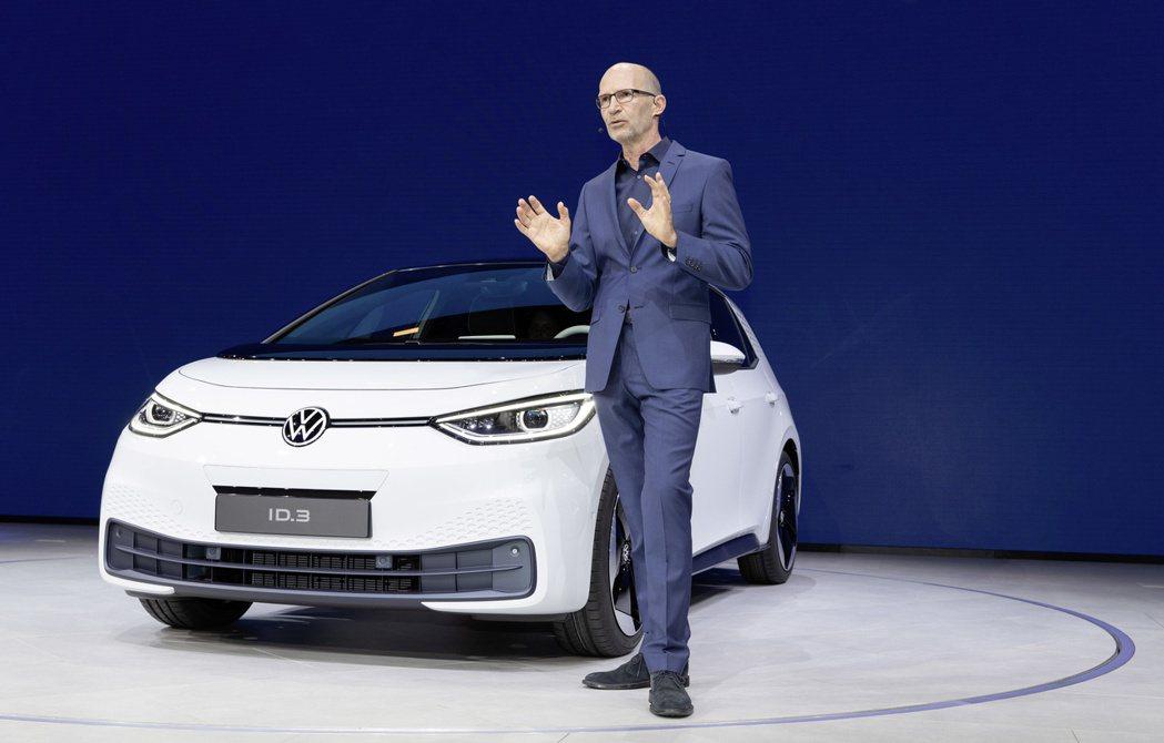 原Volkswagen品牌設計總監的Klaus Bischoff,將於明年四月起...