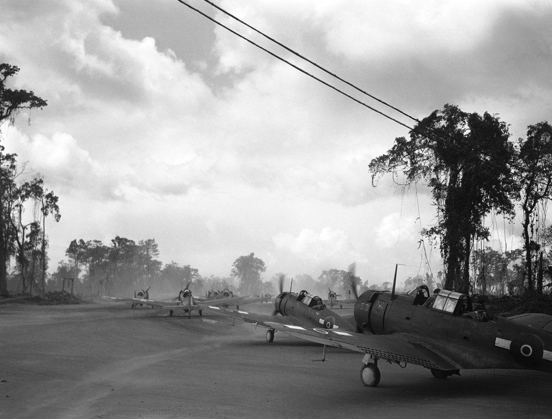 圖為二戰期間,從日軍手中反攻拿下布干維爾島的美軍與紐西蘭航空隊。 圖/美聯社
