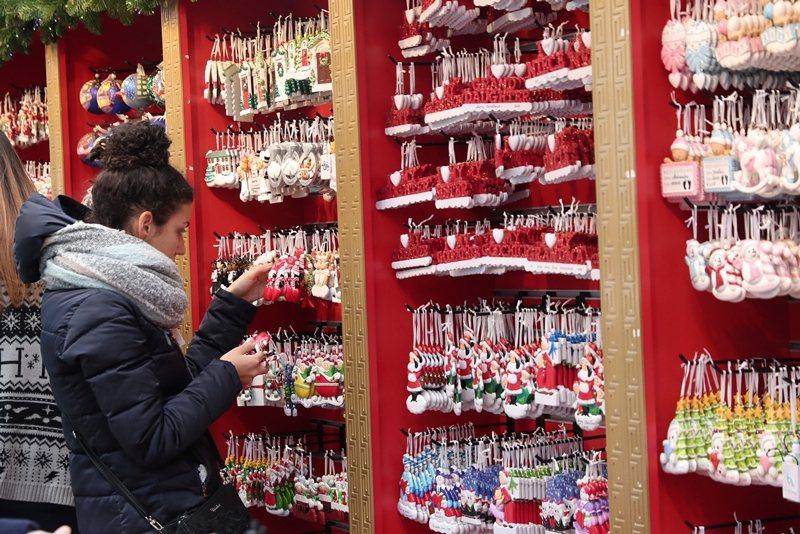 羅斯表示,如期宣布加徵關稅不會影響今年聖誕市場。 圖/路透社