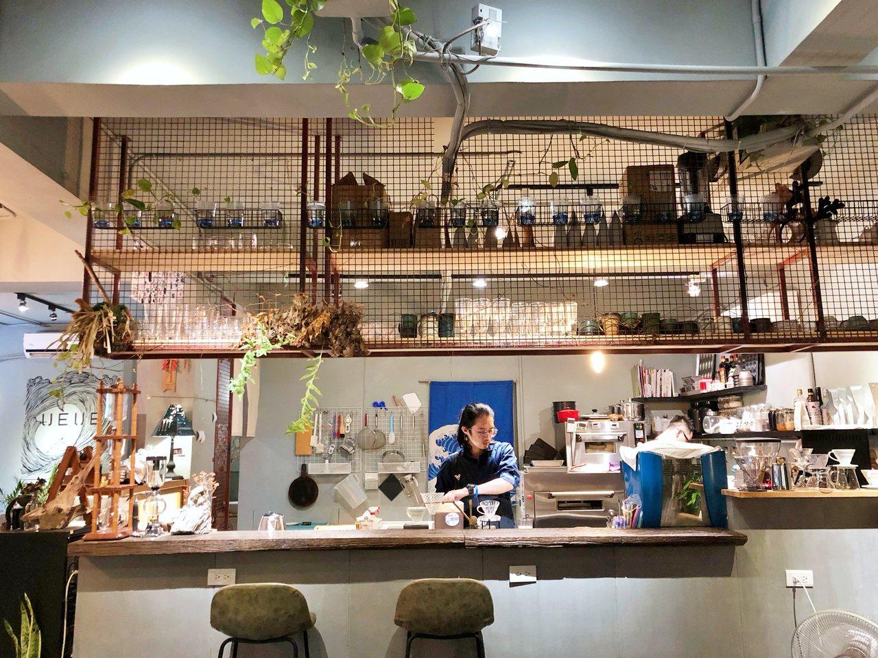 店內提供自選自烘的咖啡,一走入內可聞到陣陣咖啡香氣。記者魏妤庭/攝影