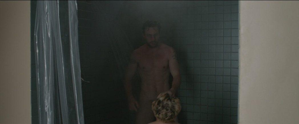 艾倫泰勒強森在「A Million Little Pieces」全裸畫面在網上造...