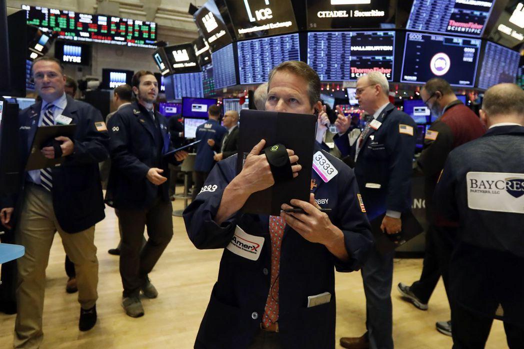 投資人認為,12月15日關稅加徵大限之前,市場只會保持觀望。 (美聯社)