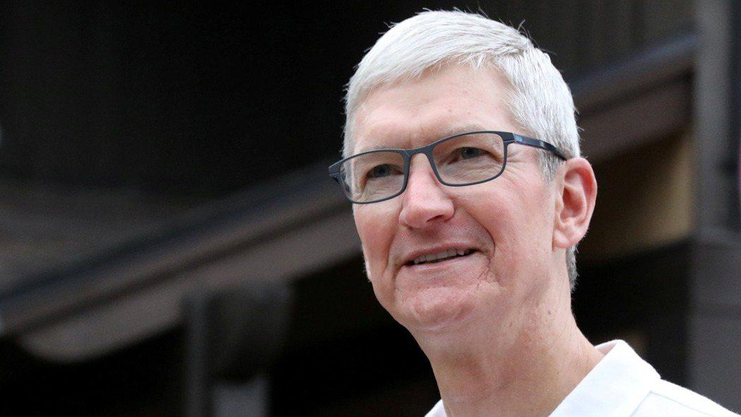 蘋果執行長庫克接受日經訪問,強調外包廠商選擇全憑技術,只挑最好的合作。   (路...