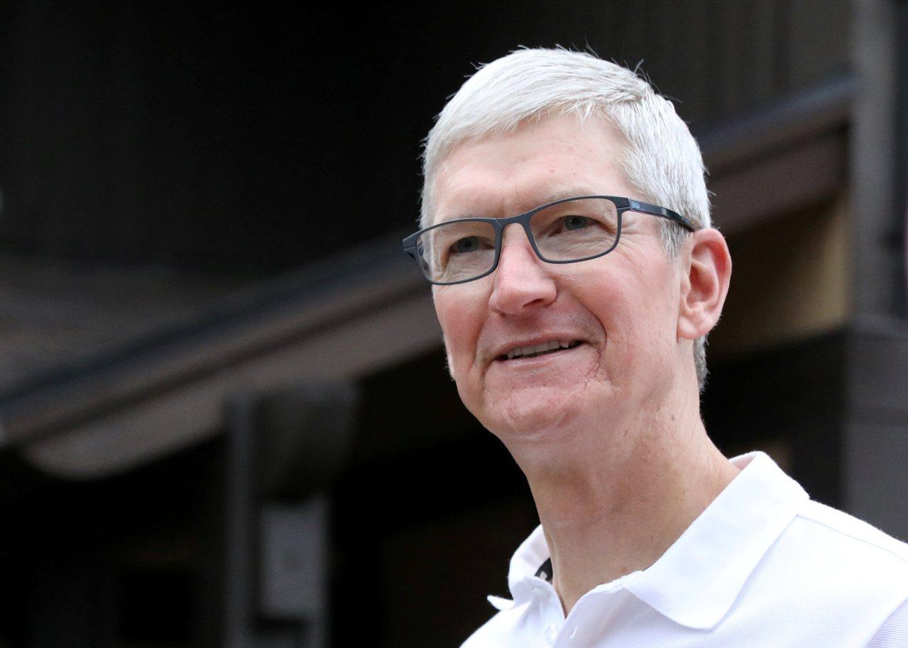 蘋果執行長庫克接受日經訪問,強調外包廠商選擇全憑技術,只挑最好的合作。 路透