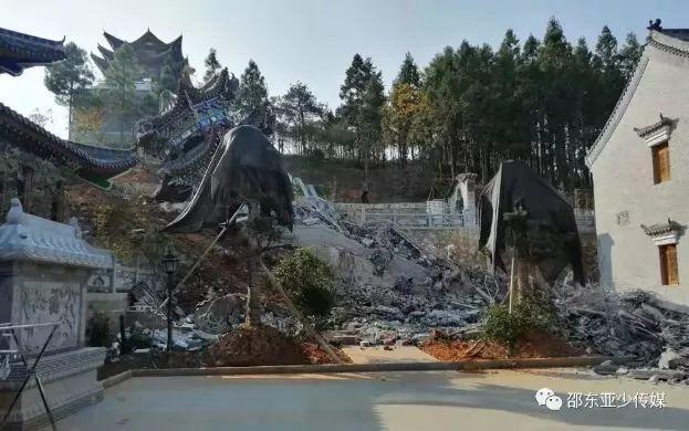 仿喬家大院,占地61畝的湖南邵東第一豪宅「申家大院」,因為侵占農田違建,被強拆夷為平地。取自瀟湘日報