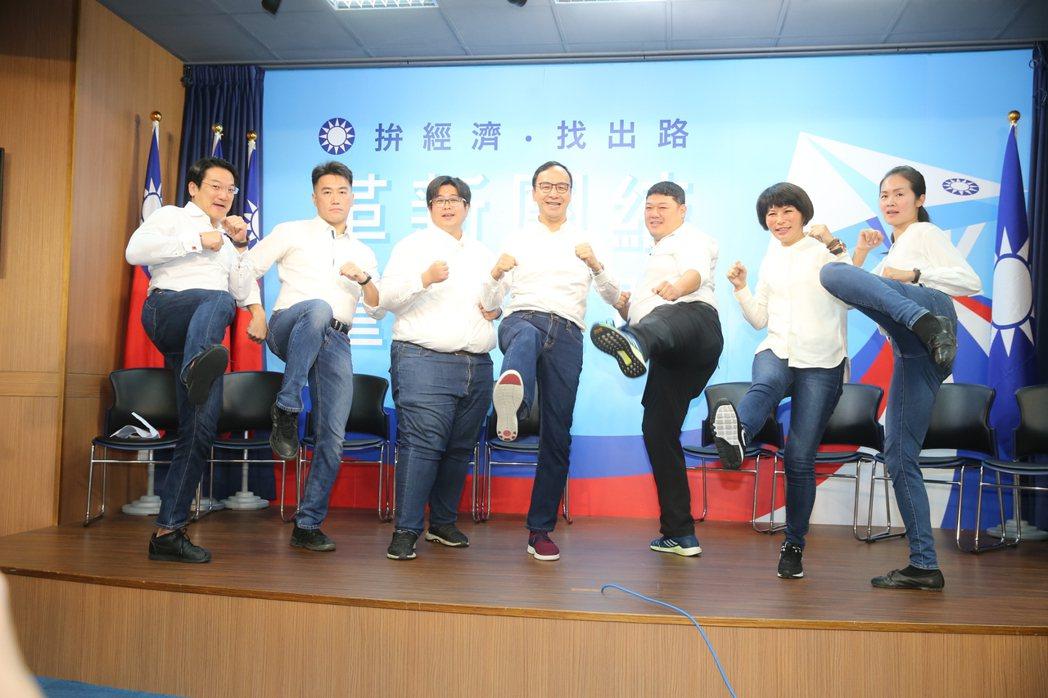 韓國瑜全國競選總部主委朱立倫上午在國民黨中央宣布成立新世代戰鬥團。記者曾學仁/攝...