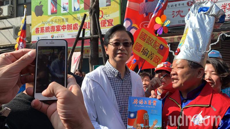 國民黨副總統候選人張善政今天到台南下營上帝廟助選。記者吳淑玲/攝影